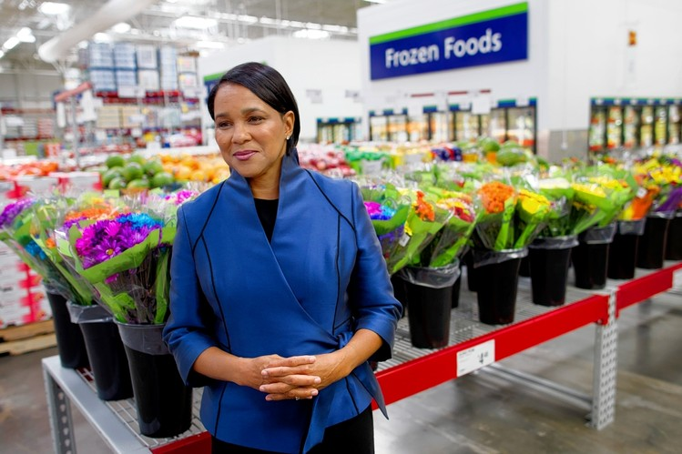 Rosalind Brewer is president and CEO of Sam's Club, a members-only warehouse club channel with revenues of $57 billion for fiscal year 2016, 110,000 associates and more than 650 clubs. She has implemented a growth strategy focused on technology and innovation, exciting and local merchandise and an expanded footprint, accelerating the growth of new clubs. Throughout her career, Roz has focused relentlessly on revenue growth and customer satisfaction and has extensive expertise in turn-around assignments. Roz is also known for building strong teams, inspiring mentoring networks and having a passion for improving communities.